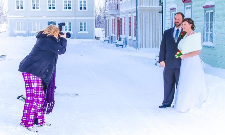 Lurer på om fotografen er inspirert av det norske curlinglandslaget..