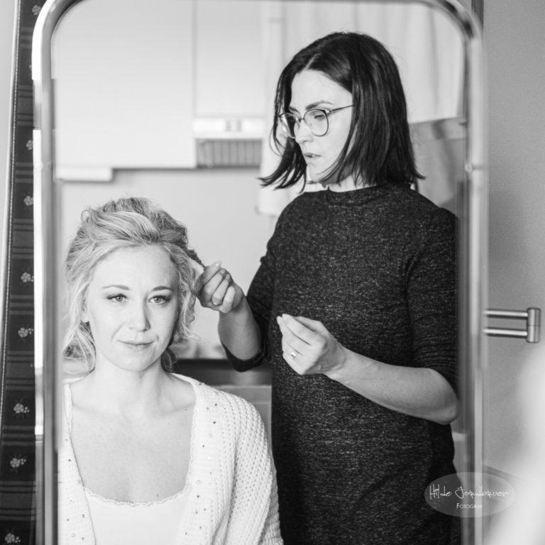 Flinke Beate fra Sans Frisør på Lillehammer styler bruden