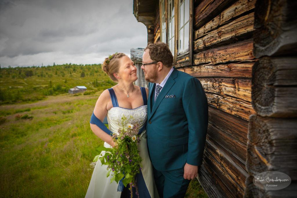 De vakre gamle tømmerveggene har stor betydning for bruden - hennes familie eier setra