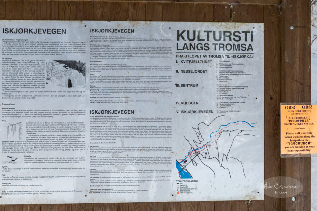 Infoltavlen har tekst på norsk, engelst og tysk.