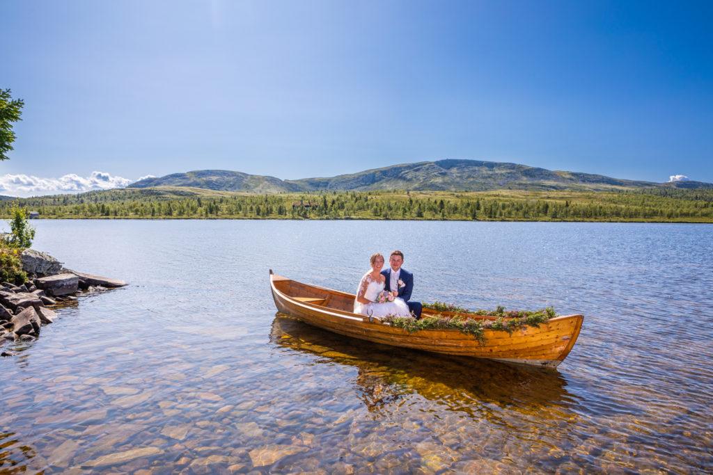 Romantisk båtferd på flotteste Flaksjøen på Venabygdsfjellet