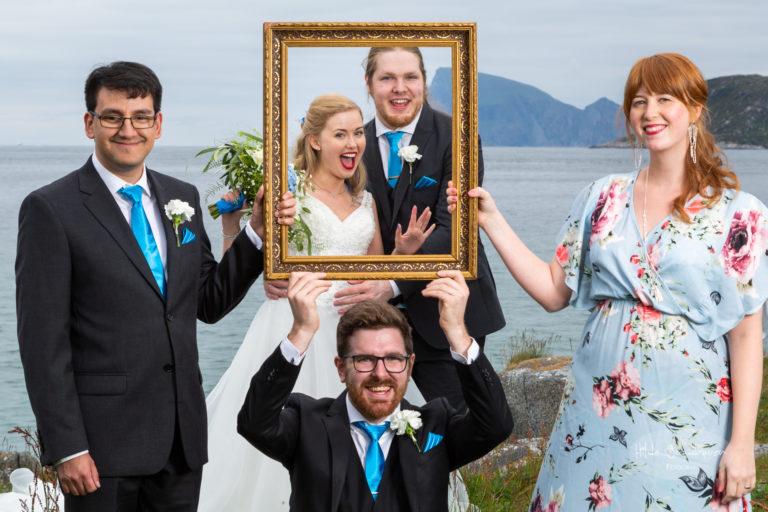 Forloverne var en glad gjeng som selvfølgelig måtte være med på fotografering og på bilde