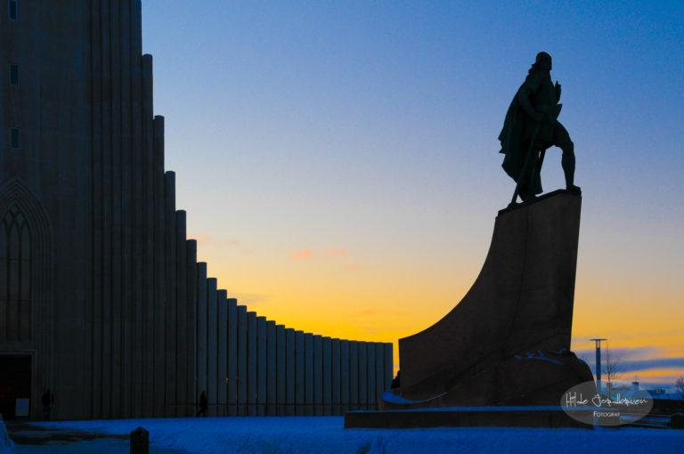 Statuen av Leif Erikson utenfor Hallgrimskyrkja i Reykjavik
