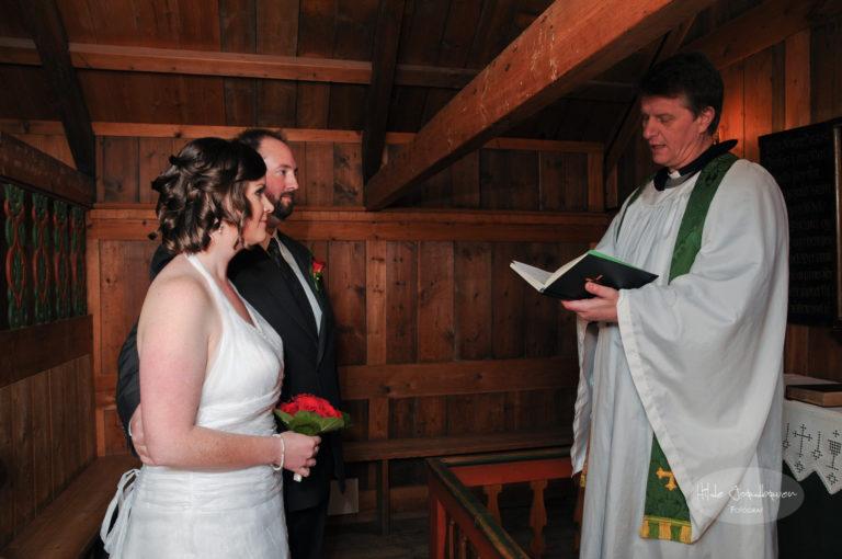 Presten Thor og brudeparet