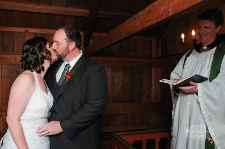 Etter at brudeparet har gitt hverandre sine selvskrevne løfter var seremonien over