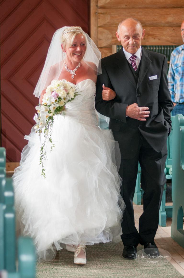 Bruden ankommer med sin far