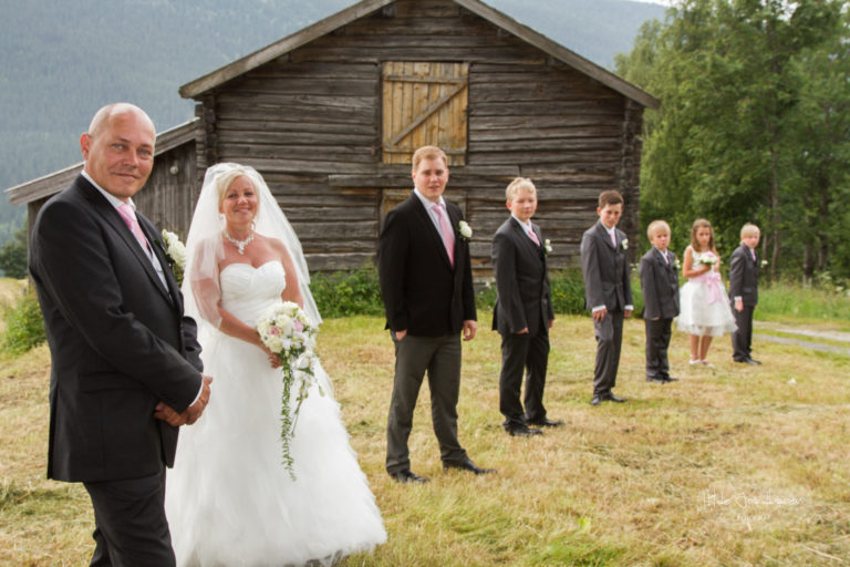 Brudepar med alle sine barn