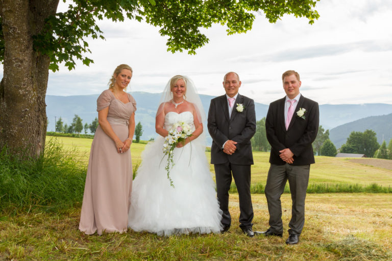 Brudepar med forlovere