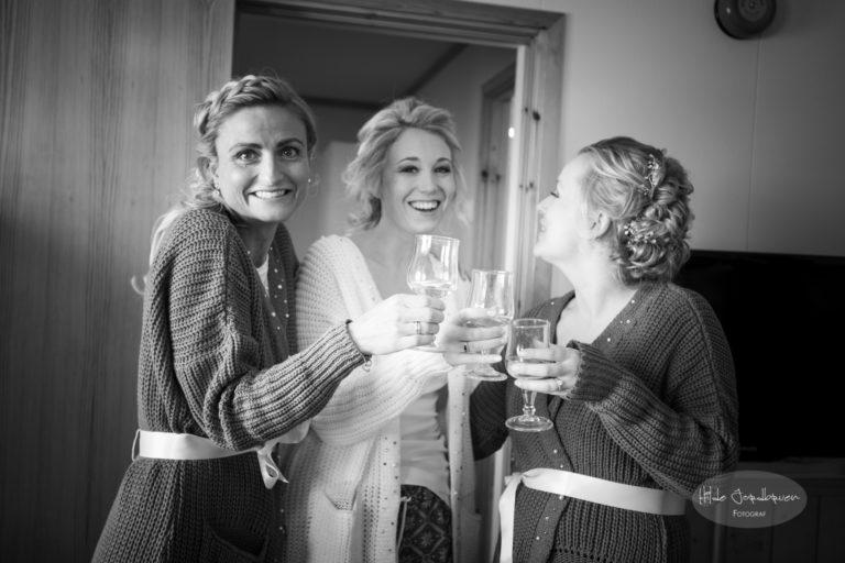 Kosen og tid med venner er like viktig som frisør og fotograf, taler og klær