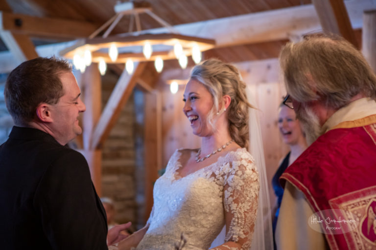 Sigmund Jarle Jacobsen tok hele seremonien på englesk og delte også av sin fornøyelige livsvisdom med Ane og William